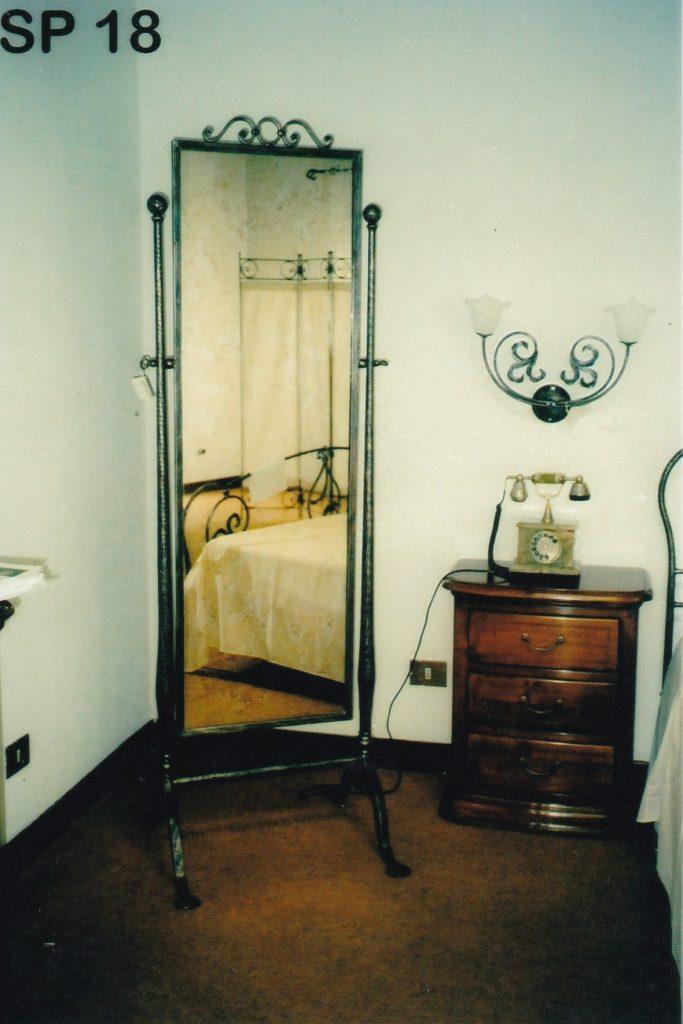 Specchio da terra in ferro battuto