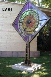 Scultura in ferro battuto e vetro decorato
