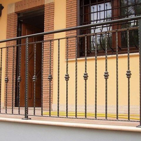 Ringhiera per balconi in ferro battuto RB 01
